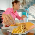 Five Mindless, Harmful Eating Habits to Avoid in 2016