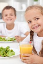 "6 Reasons to stop feeding your kids ""Kid Food"""